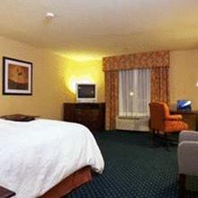 Hampton Inn & Suites Sacramento-Elk Grove Laguna I-5 in Laguna West