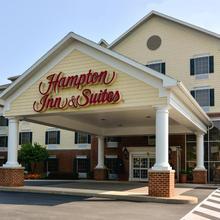 Hampton Inn & Suites State College At Williamsburg Square in State College