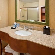 Hampton Inn & Suites Pittsburgh Downtown in Willock