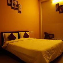 Haripriya Hotel in Hamirgarh
