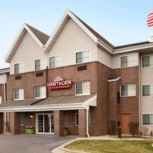 Hawthorn Suites By Wyndham Oak Creek/milwaukee Airport in Milwaukee