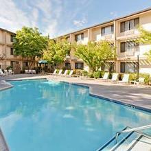 Hawthorn Suites Sacramento in Sacramento