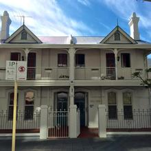 Hay Street Traveller's Inn in Perth
