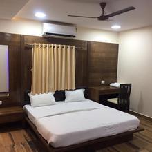 Hill Side Holiday Resort in Junagadh