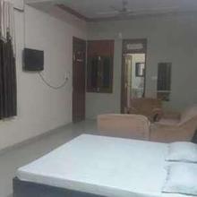 Hillview Hotel and Resort in Chhipabarod