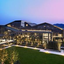 Hilton Ningbo Dongqian Lake Resort in Ningbo