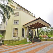 Holiday Hotel Cherai in Cochin