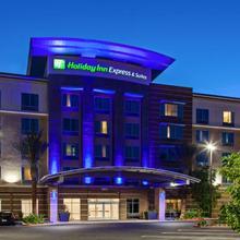 Holiday Inn Express & Suites Anaheim Resort Area in Anaheim
