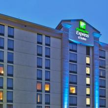 Holiday Inn Express & Suites Atlanta Perimeter Mall Hotel in Atlanta