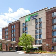 Holiday Inn Express & Suites Bloomington West in Bloomington