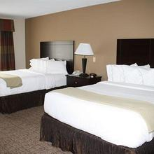 Holiday Inn Express & Suites Bridgeport in Clarksburg
