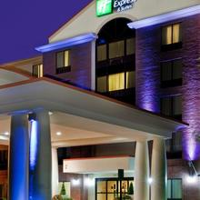 Holiday Inn Express & Suites Chesapeake in Jolliff