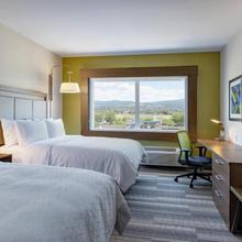 Holiday Inn Express & Suites Kelowna - East in Kelowna