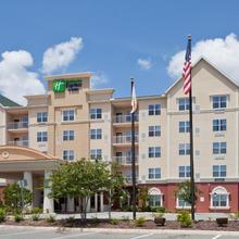 Holiday Inn Express & Suites Lakeland in Lakeland