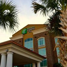 Holiday Inn Express And Suites North Charleston in Charleston