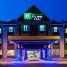 Holiday Inn Express & Suites Wyomissing in Reading