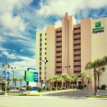 Holiday Inn Express Daytona Beach Shores in Daytona Beach