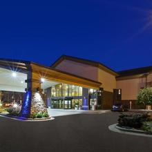 Holiday Inn Express Detroit-warren/general Motors Technology Center in Utica