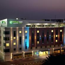 Holiday Inn Express Dubai Safa Park in Dubai