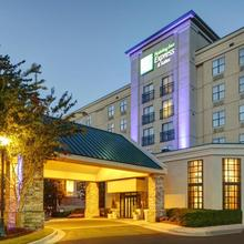 Holiday Inn Express Hotel & Suites Atlanta Buckhead in Atlanta