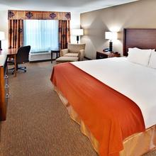 Holiday Inn Express Hotel & Suites Dubuque in Sherrill
