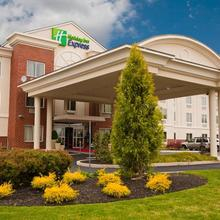 Holiday Inn Express Hotel & Suites Vineland Millville in Millville