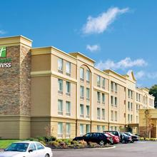 Holiday Inn Express Hotel & Suites West Long Branch in Oceanic