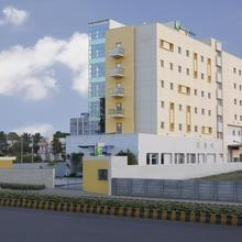 Holiday Inn Express Nashik Indira Nagar in Mahiravani