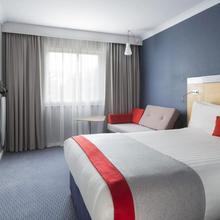 Holiday Inn Express Park Royal in Hendon