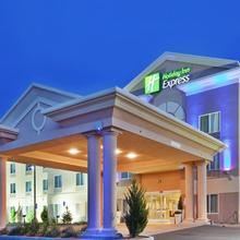 Holiday Inn Express Yreka-shasta Area in Montague