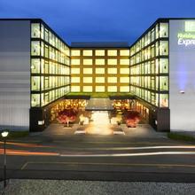 Holiday Inn Express Zürich Airport in Zurich