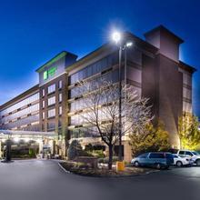 Holiday Inn Hotel & Suites Warren in Utica