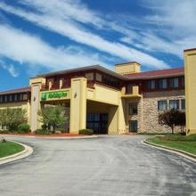 Holiday Inn Hotel Pewaukee-milwaukee West in Waukesha