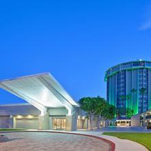 Holiday Inn Long Beach - Airport in San Pedro