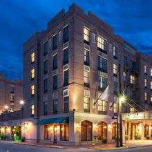 Holiday Inn Savannah Historic District in Savannah