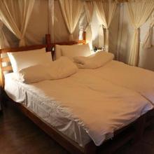 Holidaydada Bir Camps in Bir