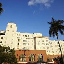 Hollywood Beach Resort- Stylish Large Studio in Hollywood