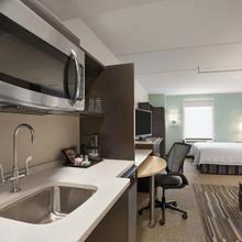 Home2 Suites By Hilton Philadelphia Convention Center in Philadelphia