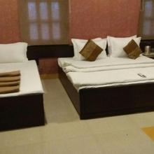 Hotel Abhinandan in Vrindavan