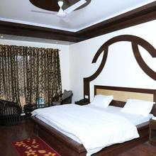 Hotel Abhinandan in Dharda