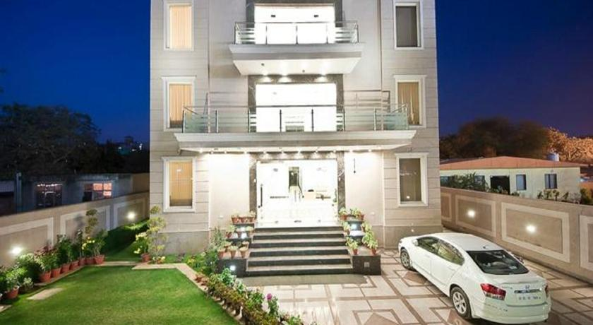 Hotel Adhar Residency in Dera Mandi