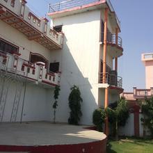 Hotel Akhilesh Palace in Firozabad
