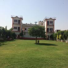 Hotel Akhilesh Palace in Shikohabad