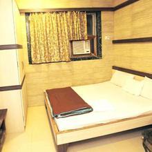 Hotel Al Moazin in Mumbai