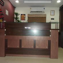 Hotel Almond Inn in Sanand