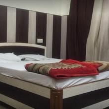 Hotel Aman Palace in Prayagraj