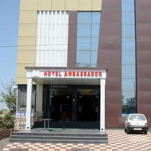 Hotel Ambassador Katra in Dami