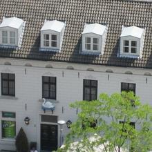 Hotel & Brasserie de Zwaan in Knikkerdorp