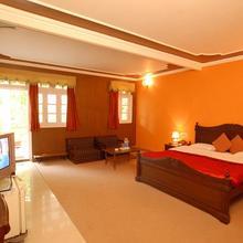 Hotel Aroma in Kota Bagh