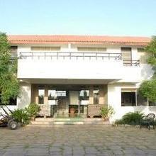 Hotel Arsh Plaza in Victor